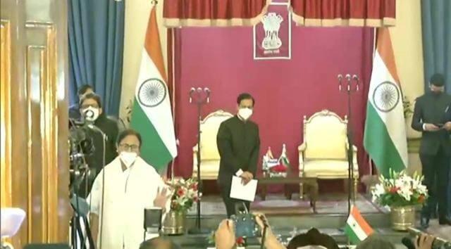 ममता बनर्जी ने लगातार तीसरी बार ली मुख्यमंत्री पद की शपथ, जानें बंगाल हिंसा पर क्या कहा?