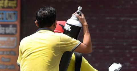 नोएडा में ऑक्सीजन बैंक की स्थापना, 2500 रुपये में घर ले जाएं सिलेंडर, केन्द्रों के साथ हेल्पलाइन नंबर भी जारी