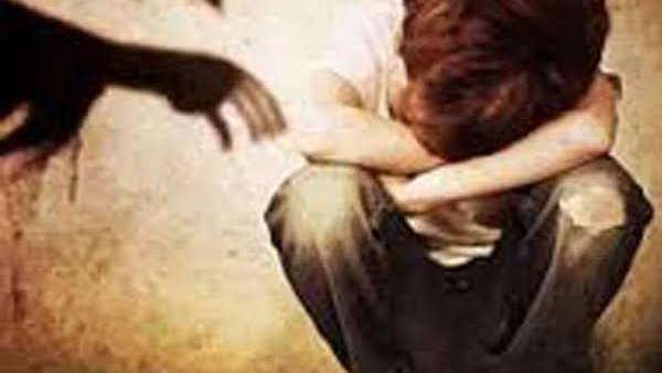 35 साल की महिला ने नाबालिग का यौन शोषण किया, फिर पति और सास-ससुर के संंग मिलकर दी रेप केस की धमकी