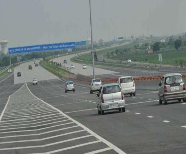 FASTag on Yamuna Expressway: यमुना एक्सप्रेस-वे पर फास्टैग का ट्रायल सफल, जल्द मिल सकती है सुविधा