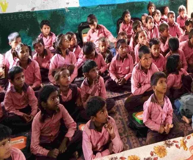 UP: स्कूलों में बच्चों के आधार सत्यापन में खुली फर्जी नामांकन की पोल, दो स्कूलों में 40 हजार बच्चों के नाम