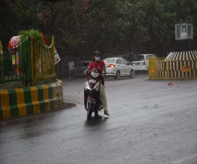 Delhi Weather: दिल्ली-NCR में बदला मौसम, दिन में ही हुआ अंधेरा; कई इलाकों में बारिश शुरू