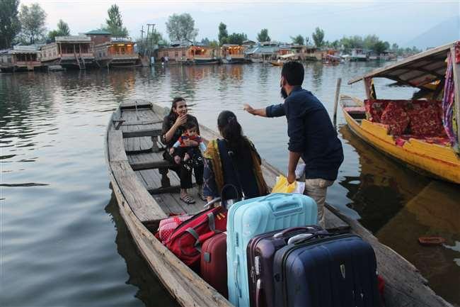 कश्मीर घूमने आ रहे हैं तो कोरोना टेस्ट करवाकर आएं, पर्यटनस्थलों पर निगेटिव रिपोर्ट-कोरोना वैक्सीन अनिवार्य
