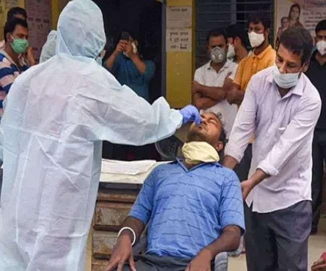 India Covid Cases: पिछले 24 घंटे में 44 हजार से ज्यादा मामले हुए दर्ज, 555 मौतें भी हुई