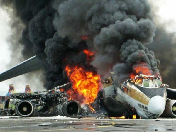 फिलीपींस में विमान हादसा:85 लोगों को ले जा रहा मिलिट्री का प्लेन लैंडिंग के दौरान क्रैश हुआ, 40 लोग रेस्क्यू किए गए