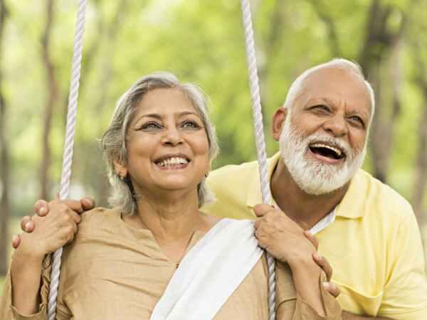 दिल तो अभी जवान है:वड़ोदरा के एक बुजुर्ग कपल ने बुलेट पर की इंडिया की सैर, उसने कहा कि मेरी उम्र अभी सिर्फ 67 साल है, मैं बूढ़े इंसान की तरह मरना नहीं चाहता