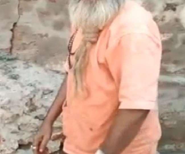 यूपी के गाजियाबाद में मंदिर परिसर में सो रहे दो साधुओं पर जानलेवा हमला