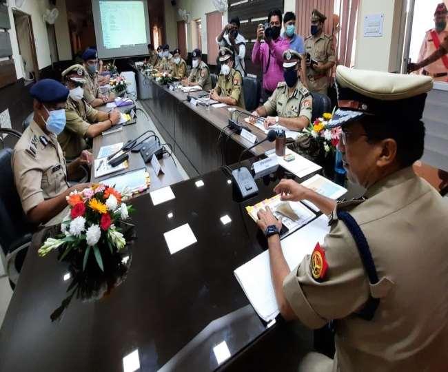 UP: डीजीपी मुकुल गोयल मेरठ पहुंचे, आठ जनपदों के कप्तानों के साथ की समीक्षा बैठक