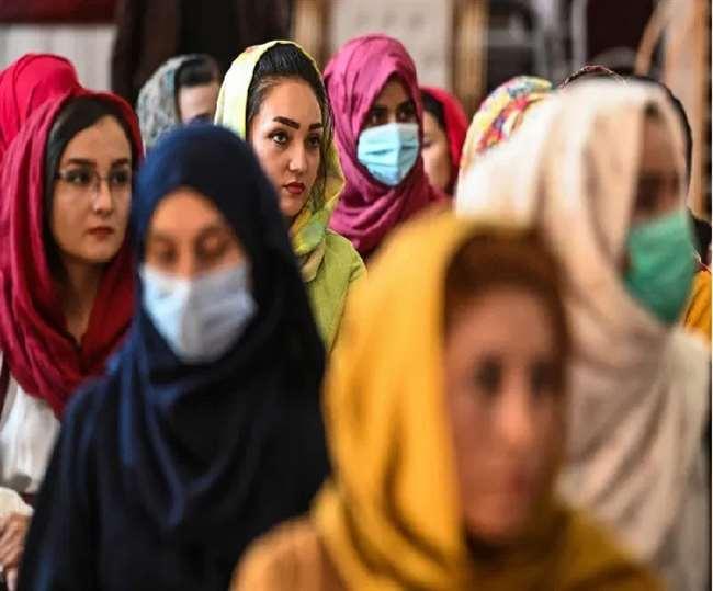 महिलाओं के हक को लेकर तालिबान का यूटर्न, कहा- घरों के अंदर रहें, अपने पक्ष में दी ये दलील