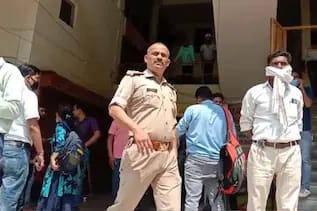 UP: गाजियाबाद में बदमाशों ने दिनदहाड़े लूटे 45 लाख रुपये, पिस्टल की बट से कारोबारी को किया घायल