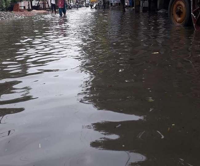 दिल्ली-एनसीआर में जानलेवा साबित हुई तेज बारिश, गाजियाबाद में पानी में करंट उतरने से 4 लोगों की मौत