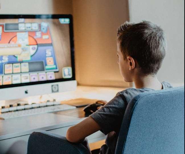 डिजिटल बच्चे, लिखने में कच्चे; मोबाइल ने सुस्त कर दी कागज पर सरपट दौडऩे वाले बच्चों की कलम