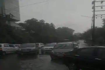 Traffic Alert Delhi-NCR: बारिश से गाजियाबाद-नोएडा-दिल्ली बॉर्डर पर जाम, ऑफिस के लिए घर से पहले निकलें