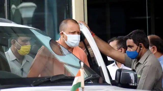 घायल सिपाही को देख सीएम योगी ने रुकवाई गाड़ी, फ्लीट में शामिल एम्बुलेंस से भेजा अस्पताल