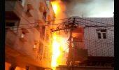गाजियाबाद में 3 मंजिला नमकीन फैक्ट्री में लगी भीषण आग, लाखों के नुकसान की आशंका